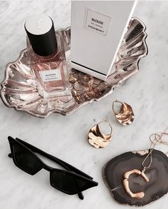 aesthetic flatlay shared by 𝐀 on We Heart It Parfum Yves Saint Laurent, Fashion Fotografie, Perfume Parfum, Cristian Dior, Jewelry Accessories, Fashion Accessories, Dainty Jewelry, Fashion Jewelry, Boujee Aesthetic
