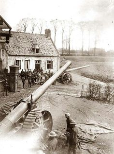 British artillery in action, WWI.