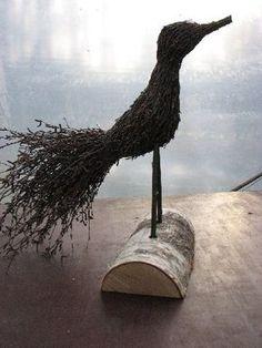 Birds from twigs Twig Crafts, Nature Crafts, Diy And Crafts, Bird Sculpture, Garden Sculpture, Garden Art, Garden Design, 3d Craft, Land Art