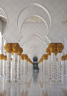 10 Alarming Living Room Portraits Zayed Sheikh Mosque, Saudi Arabia At Daytime dhabi Photography Rules, Concept Photography, Travel Photography, Top Destinations, Abu Dhabi, Night Life, Illusions, Travel Inspiration, Living Room Decor