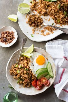 Nasi Goreng - Traditional Indonesian fried rice, full of flavour, easy to make and no hunting down unusual ingredients! Rice Recipes, Asian Recipes, Chicken Recipes, Ethnic Recipes, Oriental Recipes, Mie Goreng, Nasi Goreng, Nasi Lemak, Healthy Dinner Recipes For Weight Loss
