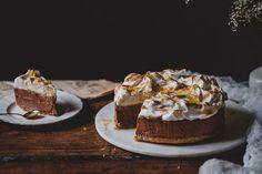 Fazerinan makumaailmaa muistuttava pehmeän suussa sulava appelsiini-suklaamoussekakku hyytyy pelkästään suklaan ansiosta. Vegaaninen.