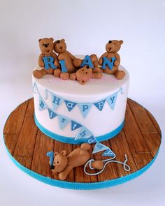 Teddy bears and bunting birthday cake - Cake by Kelly Cope love her work Boys First Birthday Cake, Picnic Birthday, Cake Birthday, Teddy Bear Cakes, Teddy Bears, Picnic Cake, Animal Cakes, Shower Bebe, Novelty Cakes
