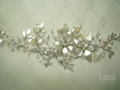 Tocado de novia. Apliques by Luna Novias ARG. Diseños exclusivos. Detalles para novias/handmade. Headpieces. Bride. Art. https://www.facebook.com/luna.novias