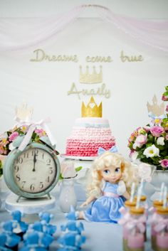 cinderela Table Decorations, Julia, Home Decor, Cinderella Princess, Good Ideas, Decorating Ideas, Mirrored Desk, Blue, Homemade Home Decor