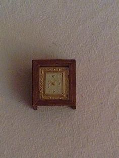 DOLL HOUSES-(workshop) - TUTORIAL : make a dollhouse clock using an old watch