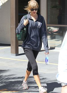 Celebs in cute gym clothes: Taylor Swift