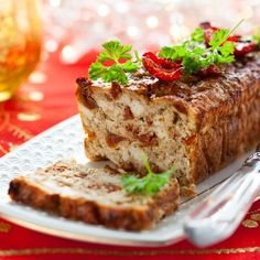 Try this easy, delicious turkey loaf recipe -- a nice change from meatloaf. Herbs, spices, and vegetables spice it up, and the flavors come from a wide variety of sources that add extra depth. Meatloaf Recipe Video, Meatloaf Recipes, Beef Recipes, Cooking Recipes, Chicken Meatloaf, Turkey Meatloaf, Mexican Meatloaf, Turkey Loaf, Recipes