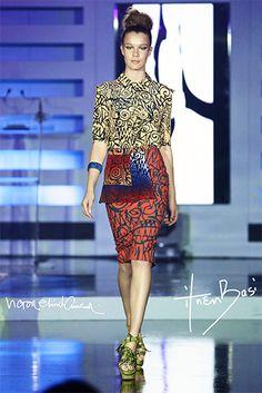 Pour sa collection Printemps Eté 2014, la talentueuse styliste Ituen Basi a collaboré avec l'artiste nigérian Victor Ehikhamenor. Le résultat: cette belle collecton dénommée Ekemini qui a été pésenté pour la première au Vogue Fashion Dubai Experience. Pour la petite histoire, Ituen Basi fait partie des pionnères de la nouvelle vague de stylistes africaines qui ...