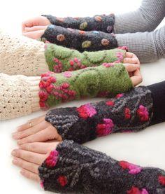 Angela Pellmann creates fashion-forward, stylish, and boldly colored felted pieces inside Belle Armoire. Yarn Crafts, Felt Crafts, Fabric Crafts, Wrist Warmers, Hand Warmers, Nuno Felting, Needle Felting, Joining Yarn Knitting, Motifs Applique Laine