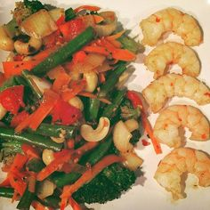 Nice little vegan stir fried vegetables with cashews and a side of Shrimp.  Prescetarian = Vegetarian plus fish and eggs.  FYI, I lost over 100 lbs in 6 months eating this way and I did not kill myself in the gym. Follow along for tips and motivation. . . . . . . . . . #vegan #vegetarian #prescetarian #stirfry #organic #healthy #fitness #myweightlossjourney #mindfuleating  #mindful #mindfulness #fitnessmotivation #allnatural #veggies #shrimp #fish #weightloss