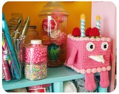cake buddy tissue box holder