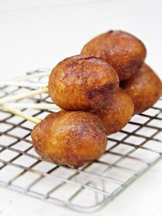 Make your own mini corn dogs @Kaitlyn Edwards This is for you, Miss Corn Dog Queen!