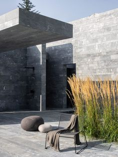 Architecture studio Smartvoll has completed a private spa in the Austrian village of Hinterbrühl with vertical and horizontal stone blocks used to enclose its various functional zones. Dream Home Design, My Dream Home, Stone Blocks, Minimalist Landscape, Wooden Screen, Stone Slab, Outdoor Living, Outdoor Decor, Loft Spaces