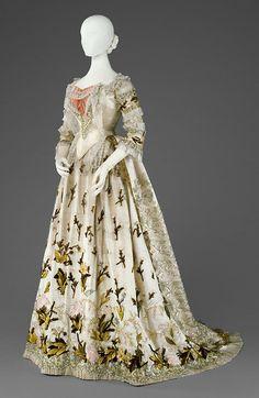 Empress Elizabeth's Court Gown  --  Circa 1890  --  Kaiserliche Wagengerg Museum, Vienna