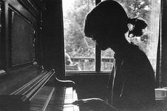 Piano silhouet - love this shot Piano Photography, White Photography, Musician Photography, Inspiring Photography, Photography Ideas, Piano Girl, E Motion, Music Express, Playing Piano