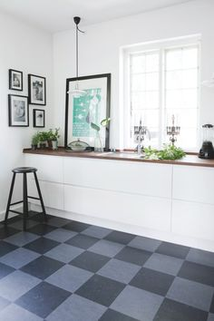 Black + grey marmoleum floor