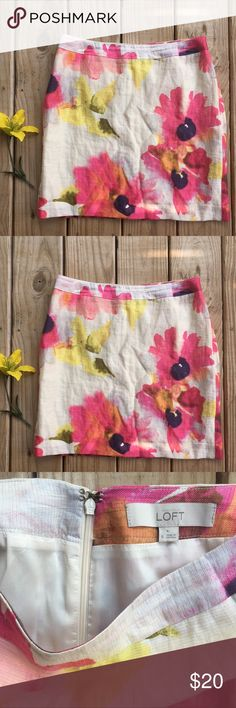 """Ann Taylor Loft Floral skirt✨ Perfect summer work skirt! In excellent used condition! Lined. 42% Linen, 38% Lyocell, 16% Nylon, 4% Metalic. Lining: 100% Acetate. Dry clean. Length is 18"""". Waist in the front is 15"""". LOFT Skirts"""