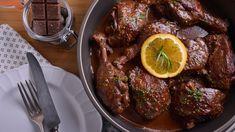¡Hola Ek Lovers! Cuántos de ustedes creen que el chocolate es el ingrediente más rico de todos. Nosotros estamos seguros de ello, y por eso nos encanta jugar y experimentar con su sabor es nuestras recetas.  Así que prepárense para lo que se viene, porque esta preparación está de re-chupete. Chocolate, Steak, Cuba, Food, Salsa Chicken, Chicken Recipes, Pickling, Casserole, Orange Slices
