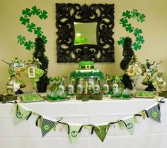 Patrick's Day Party Ideas Whether you're arranging a St. Patrick's Day party or a St. Patrick's Day birthday festivity, we are very brave that will St Paddys Day, St Patricks Day, St Pattys, Birthday Bash, Birthday Parties, Birthday Stuff, Sant Patrick, St Patrick's Day Decorations, Holiday Crafts