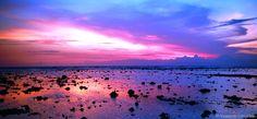 O conjunto de ilhas conhecidas como Gili Islands, três ilhazinhas entre Bali e Lombok, é um verdadeiro paraíso para quem gosta de praia e pretende relaxar durante alguns dias. Nenhuma das ilhas possui ruas e o transporte é feito apenas por carroças e cavalos, o que proporciona uma atmosfera bastante tranquila. A única preocupação por aqui, é com o protetor solar.
