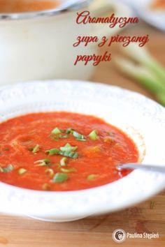 Zupa z pieczonej papryki4-5 czerwonych papryk 1 cebula 1 marchewka 1 pietruszka (korzeń) kawałek selera 4-5 ziarenek pieprzu 1 łyżeczka słodkiej papryki 1/2 łyżeczki ostrej papryki 1/2 łyżeczki wędzonej papryki (opcja) 1 suszony pomidor sól ok. 1 litr wody