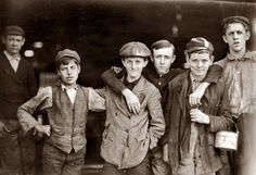 Although children had been servants and apprentices throughout most of human history, child labor reached new extremes during the Industrial. Old Pictures, Old Photos, Vintage Photographs, Vintage Photos, Lewis Hine, Nostalgia, Working With Children, Children Play, Before Us