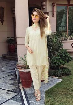 Pakistani Wedding Outfits, Pakistani Dresses, Indian Dresses, Indian Outfits, Western Outfits, Kurta Designs, Blouse Designs, Stylish Dresses For Girls, Simple Dresses