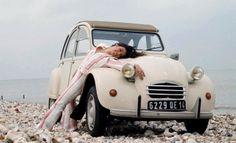 Citroën 2CV6 et voici MA Dedeuche ... même modèle, même couleur !!! ♥♥♥ j'avais 20 ans ! c'était génial !!!