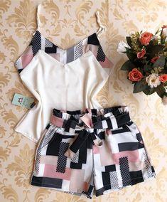 Conjuntos crepe alfaiataria {p m g }🌻 #atacado🌻#moda #look #modagoiania#model #luxo #vestidos 👗#coresradiantes #euusogirassol❤️… Short Outfits, Trendy Outfits, Cool Outfits, Summer Outfits, Fashion Outfits, Womens Fashion, Cute Sleepwear, Pajama Outfits, African Fashion Dresses