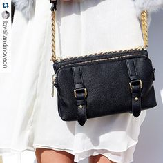 Perfect summer look from @loveitandmoveon with the Marisol Small Shoulder! #mh #matthewharris #look #bag #fashion #ootd #style #blogger #fashionblogger #summer #worldofmatthewharris