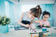 Pizarra portatil enrollable , ideal para dejar volar la imaginación en cualquier lugar o situación. ¿qué tal mientras desayunamos? #julieandjane #pizarra #chalkboard #deviaje #niños#kids #juguete #toys #creaborrayvuelveaempezar #juguetedidactico #campingmiramar