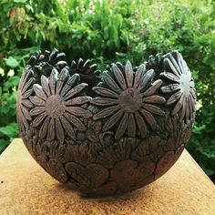 Coil pottery - Options for DIY Garden Globes – Coil pottery Raku Pottery, Slab Pottery, Pottery Bowls, Ceramic Pots, Ceramic Flowers, Cerámica Ideas, Keramik Design, Garden Globes, Coil Pots