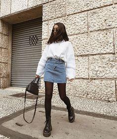 à la place avec la jupe noire – Fashion Inspiration – … – Amy Winter Fashion Outfits, Look Fashion, Skirt Fashion, Fall Outfits, Summer Outfits, Fashion 2020, Teen Fashion, Fashion Dresses, Scene Outfits