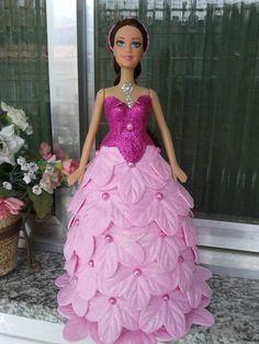 Boneca vestida de EVA