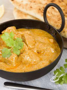 Korma indiano di pollo: un secondo di carne etnico, a base di pollo e anacardi, con cannella, cardamomo, chiodi di garofano, coriandolo. Profumatissimo!