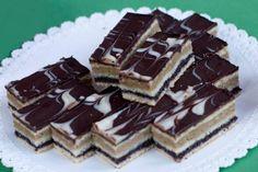Koláčik s chuťou maku a orechov. Baking Recipes, Cake Recipes, Dessert Recipes, Desserts, Mini Tortillas, Czech Recipes, Ethnic Recipes, Food Hacks, Tiramisu