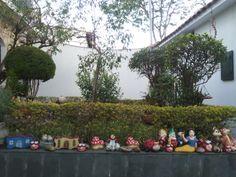 brinquedos da lateral do jardim