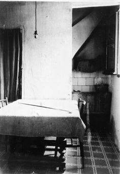 Menjador d'una casa de Portbou ( Girona). 1942. Autor desconegut. 27485F MMB Costa, Piano, Music Instruments, Author, Musical Instruments, Pianos