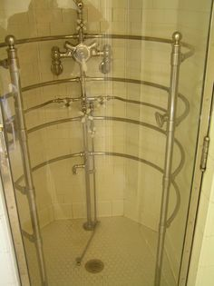 Pittock Mansion: Elaborate Shower in the Master Bathroom