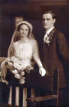 wedding dress circa 1910