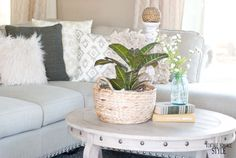 VINTAGE ROMANCE STYLE: 5 Ways to Style a Round Coffee Table