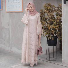 Model Dress brukat untuk lebaran 2020 – ND Dress Brokat Muslim, Dress Brokat Modern, Kebaya Modern Dress, Dress Pesta, Muslim Dress, Hijab Gown, Hijab Dress Party, Hijab Wedding Dresses, Dress Wedding