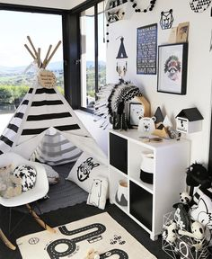love these black and white playroom, especially those decorations: bears, mountains