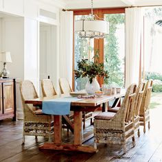 Organic, unpolished furniture in this dining room mirror the beach's raw beauty.