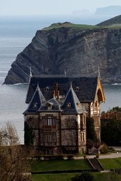 An old home by the sea. I would almost die to just live in a place like this!