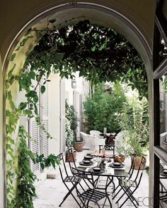 Love these Ideas for Outdoor Dining Areas – Photos of Outdoor Dining Areas - ELLE DECOR