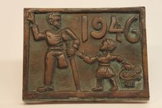 Class of 1946 bronze time capsule cover