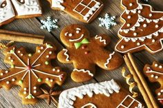Lebkuchen Kekse Your house will smell wonderful when they bake these gingerbread biscuits. Easy Gingerbread Cookies, How To Make Gingerbread, Christmas Gingerbread, Holiday Cookies, Holiday Desserts, Holiday Treats, Cute Christmas Cookies, Vegan Gingerbread, Christmas Markets