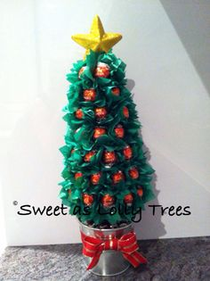 Red Lindt ball Christmas lolly tree Christmas Table Centerpieces, Christmas Decorations, Holiday Decor, Christmas Projects, Diy Christmas, Christmas Ornaments, Candy Cookies, Cupcake Cookies, Chocolate Tree